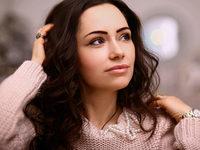 Alanna Curly