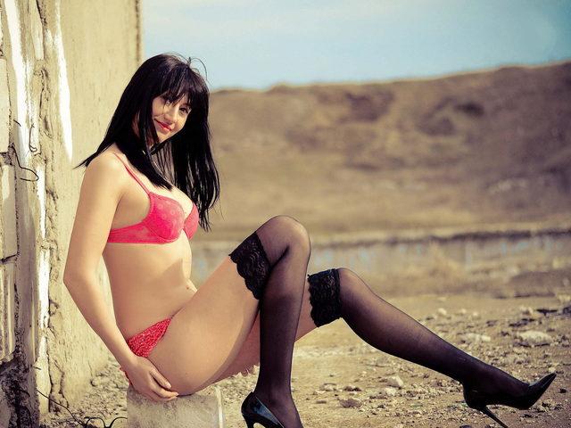 Laura Alexis
