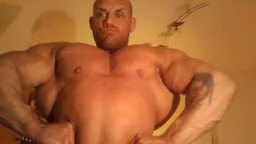 Bobybuilder Sascha Flexes His Muscles