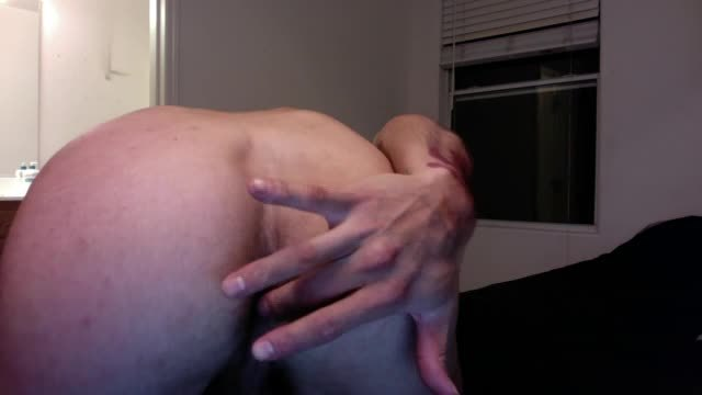 Stud Gives Dirty Talk While Fingering Himself