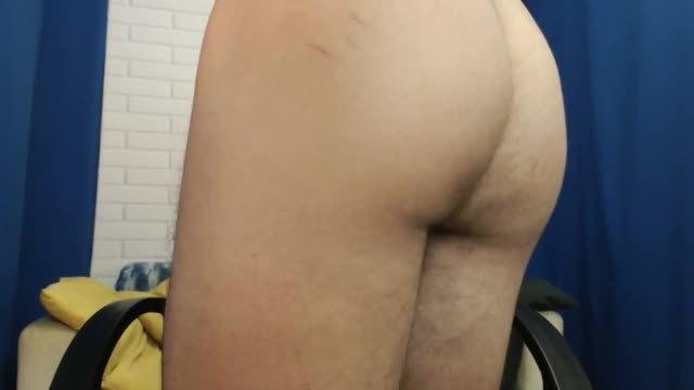 European Twink Vincent Webcam Shows Off His Hole