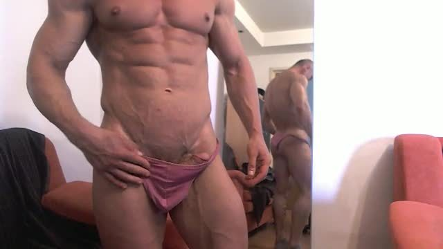 Tommy Webcam Shows His Muscles