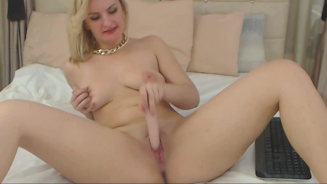 Freya Lane Stripping Down and Pussy Play