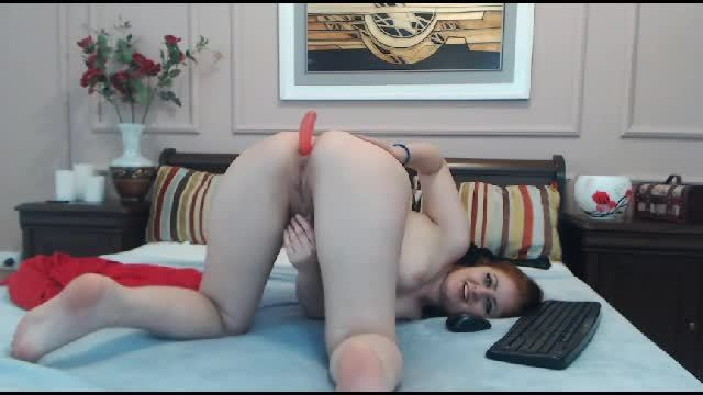 Arabian Asira Plays with Pussy