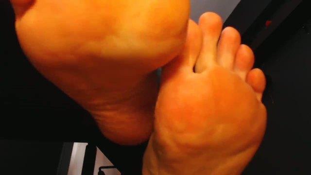 Cum on My Feet & Toes