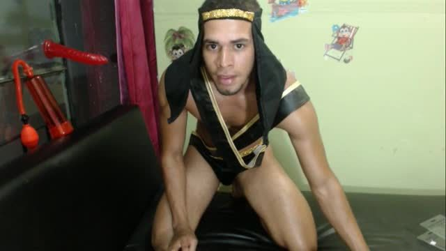 Jose Muscle Webcam Shows Off