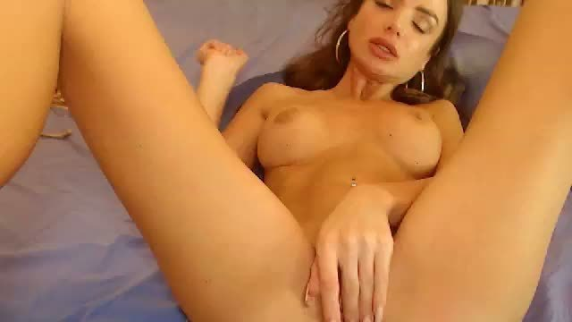 Jenna is Naked and Webcam Shows Her Beautiful Body