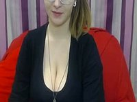 Sandy Honey Webcam Showing Cleavage