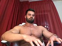 Muscled Stud Webcam Showing Off