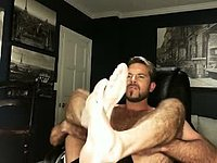 Hairy Guy Webcam Showing Feet and Other Guy Sucking His Toes