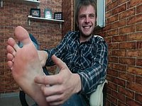 European Male Benjamin Webcam Shows Off His Feet