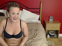 Busty Lady Webcam Shows Body