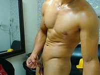 Carlox Muscle Webcam Shows His Body & Flexes!