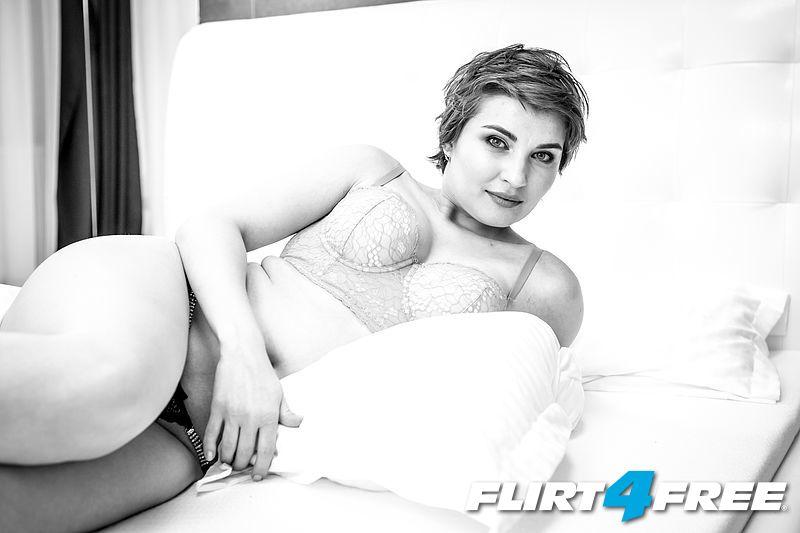 Photo of Elly Minx