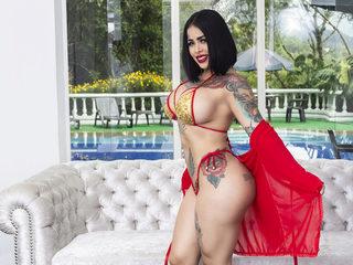 Nikki Suck