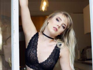 Lesley Brandt
