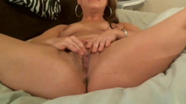 Brooklynn Stretches Her Pretty Pussy