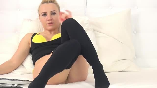 Havin Miller Webcam Show Feet in Stockings