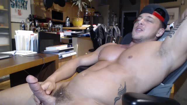 Group Chat: Cum Webcam Show W/ Flexing & Webcam Showing Off