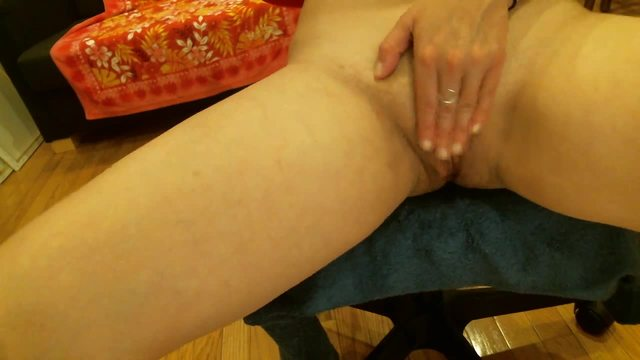 Group Chat: Shaved Pussy Fuck Clit Rub and Squirt