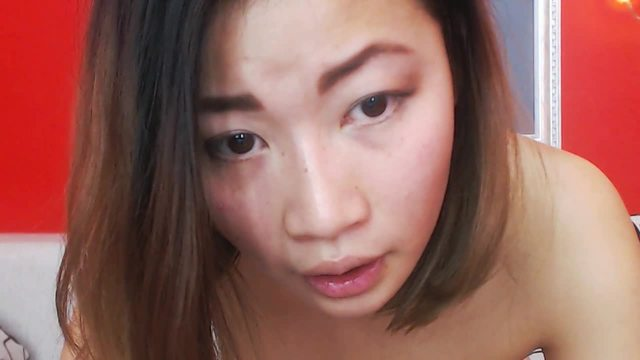 Party Chat: Young Asian Webcam Shows Pussy