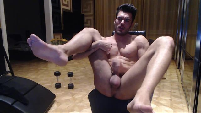 Toned and Muscled Guy Jerks Off