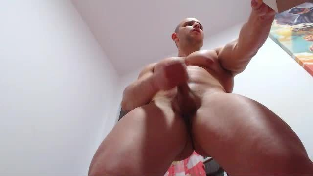 Lord Chris Webcam Shows Muscles, Wanks and Talks Dirty
