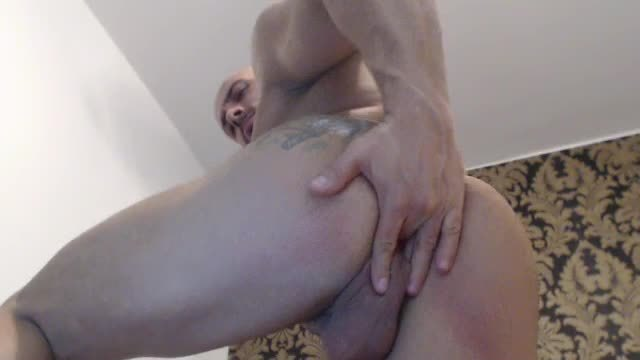 Huge Bodybuilder Dirty Talk and Ass Webcam Show