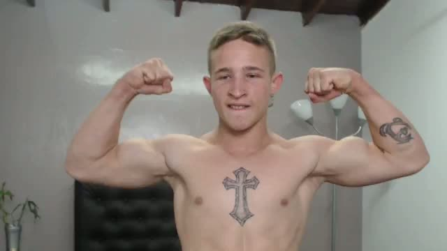 Adorable Guy Webcam Shows Off His Tattoos and Muscles