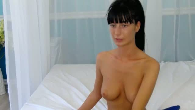 Featured Show: Raven-haired Beauty Webcam Shows Her Perfect Body