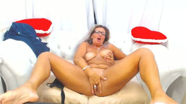Milf Fucks Herself and Webcam Shows Tanlines