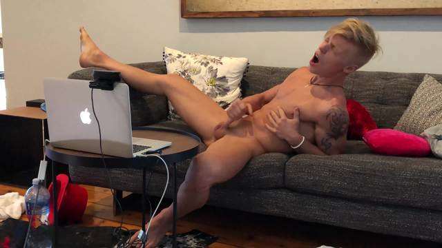 Sven Cums on Live Chat