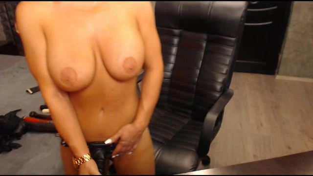 Black Raine Private Webcam Show