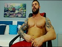 Leonard Flexes and Webcam Shows Off His Body